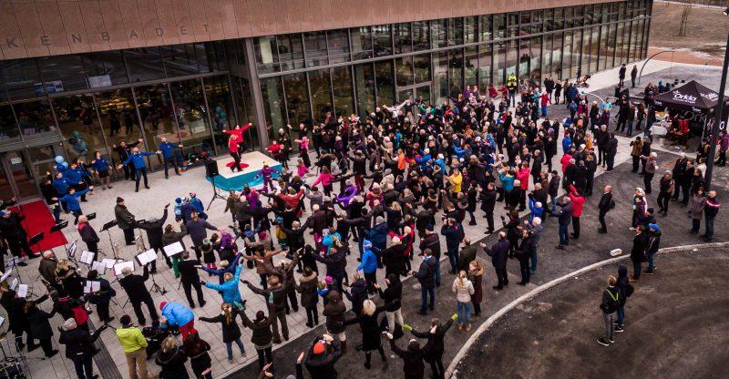 Dronefoto av folkemengde