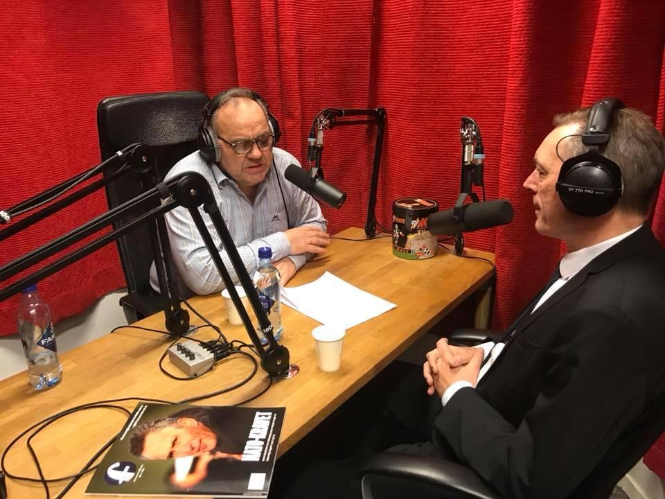 Frank Bakke Jensen og Roy Hovdan i podcast studio